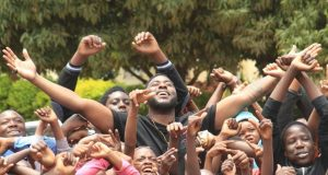 Slapdee Gives Back To Matero Residents An Early Christmas!